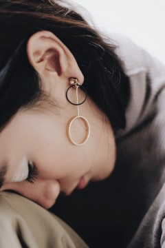 Yana Round Earrings
